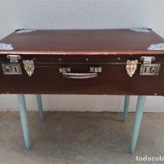Vintage: ANTIGUA MALETA RESTAURADA CON PATAS.. Lote 264689604