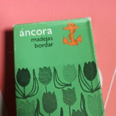 Vintage: CAJA DE 12 MADEJAS DE 40 METROS HILO MARCA ÁNCORA. Lote 267825869