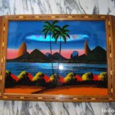 Vintage: BANDEJA DE MADERA Y CRISTAL PINTADO - PAISAJE DE RÍO DE JANEIRO - BRASIL - AÑOS 50 - VINTAGE. Lote 269214648