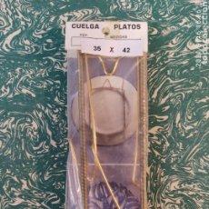 Vintage: CUELGA PLATOS SOPORTE EXTENSIBLE PARA COLGAR PLATOS DE 35A 42CM. ¡¡NUEVO!! AÑOS 60.. Lote 287910663