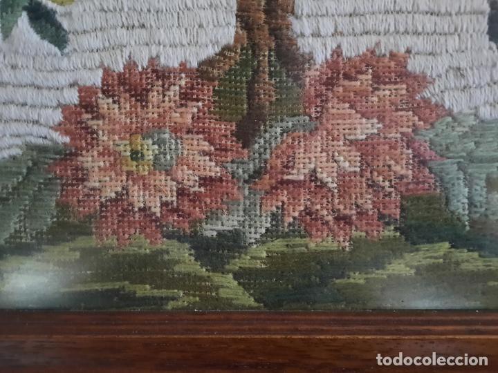 Vintage: BORDADO BAJO CRISTAL ENMARCADO. 58 x 74 cm. - Foto 6 - 293586183