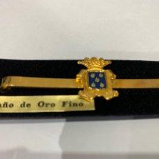 Vintage: PASADOR DE CORBATA ESCUDO HERÁLDICO (BAÑO DE ORO). Lote 295988908